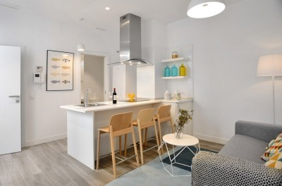 Open kitchen & living room - Gran Via Apartments