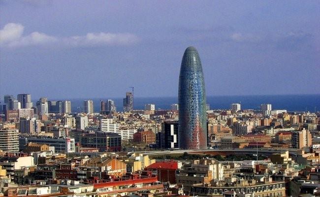 Torre Agbar vista general-min