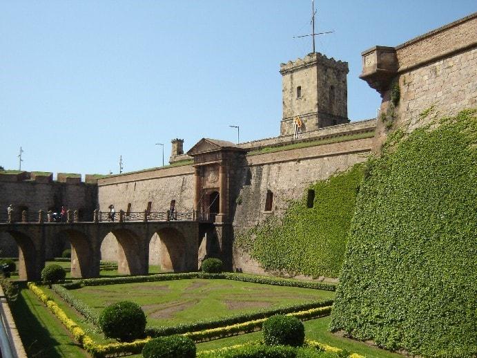 castillo montjuic-min