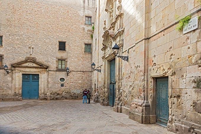 plaza sant felip neri barcelona-min
