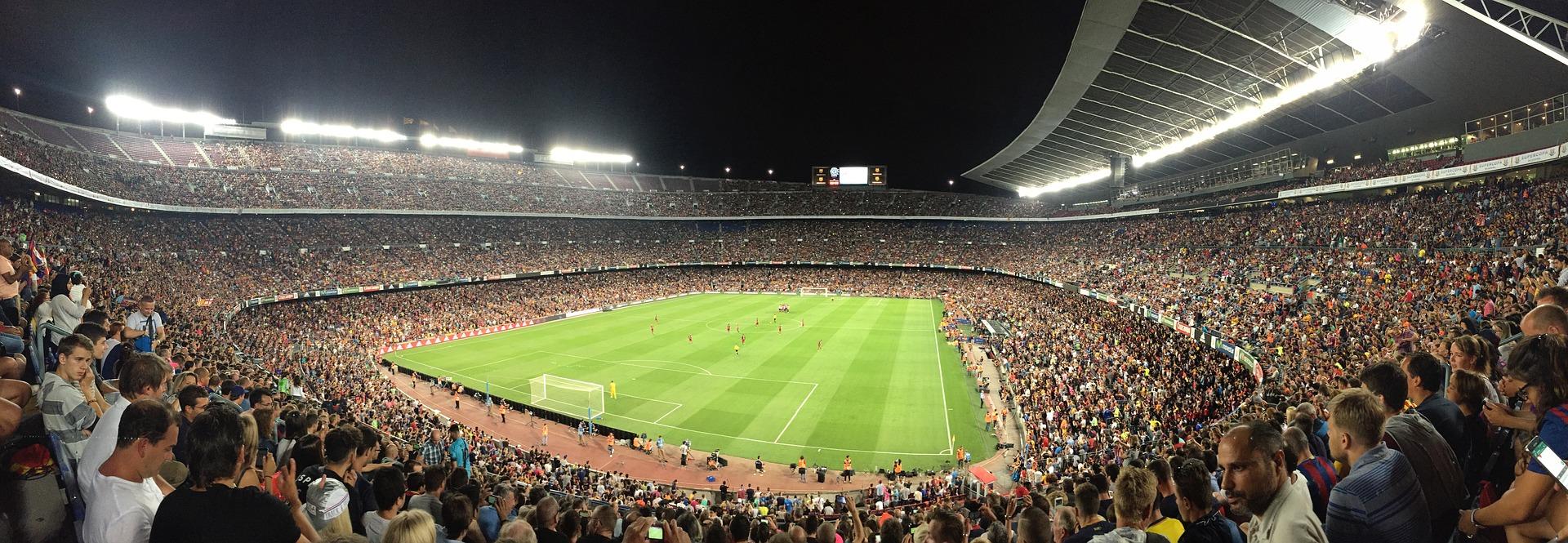 Camp Nou por la noche