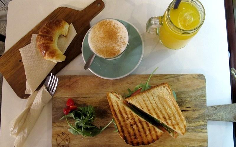 Desayuno en el Pum Pum Café