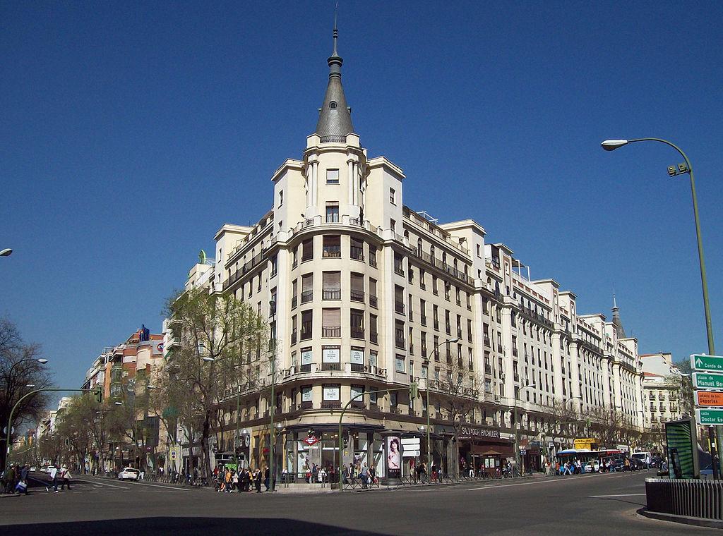 Calle de Alcalá en el barrio de Salamanca